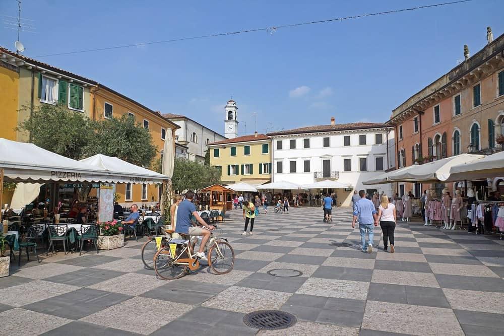 Gardasee Lazise Marktplatz - Lazise zwischen Garda und Sirmione